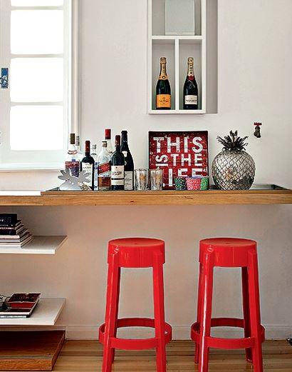 bar_em_casa_decoracao_estante_parede